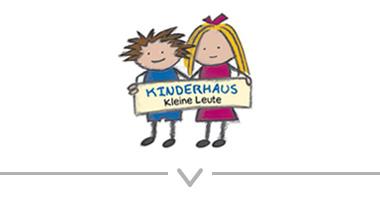 Button: Logo Kinderhaus kleine Leute – Kinderbetreuung